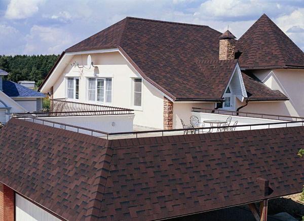 Дом с крышей из гибкой черепицы