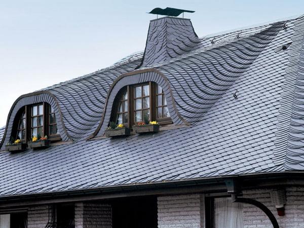 Крыша дома из сланцевой кровли